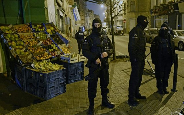 Police stand guard near a scene of a police operation in the Molenbeek-Saint-Jean district in Brussels, on March 18, 2016, as part of the investigation into the Paris November attacks. (AFP/BELGA/Dirk Waem)