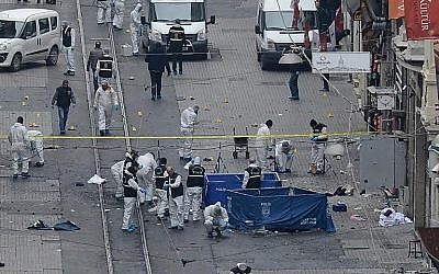 Turkish police, forensics and emergency services work at the scene of an explosion on the pedestrian Istiklal Street in Istanbul on March 19, 2016. (AFP/ILHAS NEWS AGENCY)