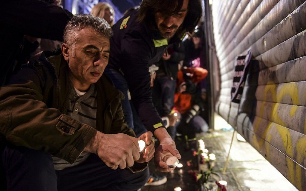 People light candles at the site of a blast on Istiklal Street, a major shopping and tourist district, in central Istanbul on March 19, 2016. A suicide blast ripped through Istanbul, killing three Israelis and one Iranian less than a week after another deadly attack left 35 dead in Ankara. (AFP / BULENT KILIC)