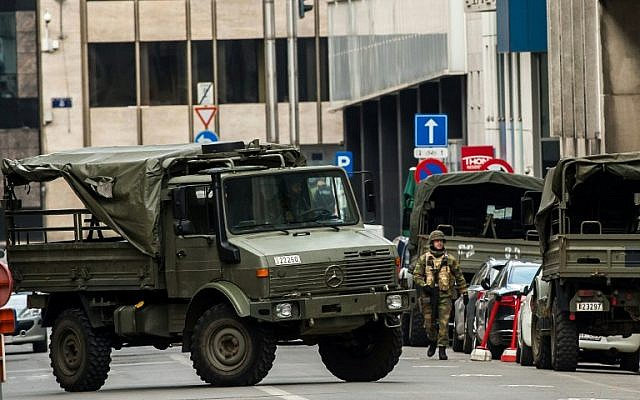 Soldiers block the access to roads close to Maalbeek metro station in Brussels on March 22, 2016. (AFP / PHILIPPE HUGUEN)
