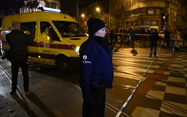 Rescue workers drive in the security perimeter as police make searches in the Schaarbeek district, on March 22, 2016. (AFP / PATRIK STOLLARZ)