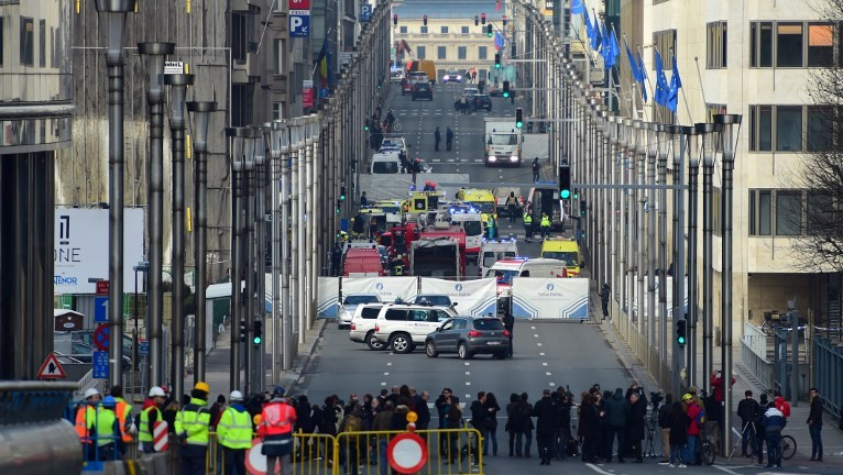 A security perimeter has been set, on March 22, 2016 near Maalbeek metro station in Brussels, after a blast at this station near the EU institutions caused deaths and injuries. (AFP PHOTO / EMMANUEL DUNAND / AFP / EMMANUEL DUNAND)