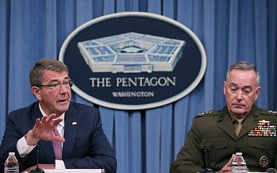 US Secretary Of Defense Ash Carter (L), flanked by Chairman of the Joint Chiefs, Gen. Joseph Dunford, speaks to the media in the Pentagon briefing room, on February 29, 2016 in Arlington, Virginia. (Mark Wilson/Getty Images/AFP)
