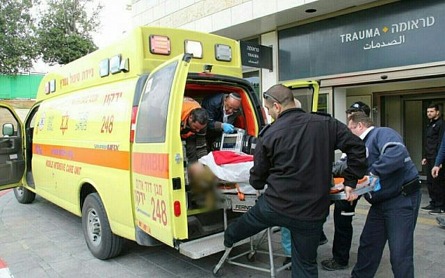 Magen David Adom paramedics arrive at the Belinson Hospital in Petah Tikva with the victim of a stabbing attack in the West Bank town of Ariel, March 17, 2016. (MDA)