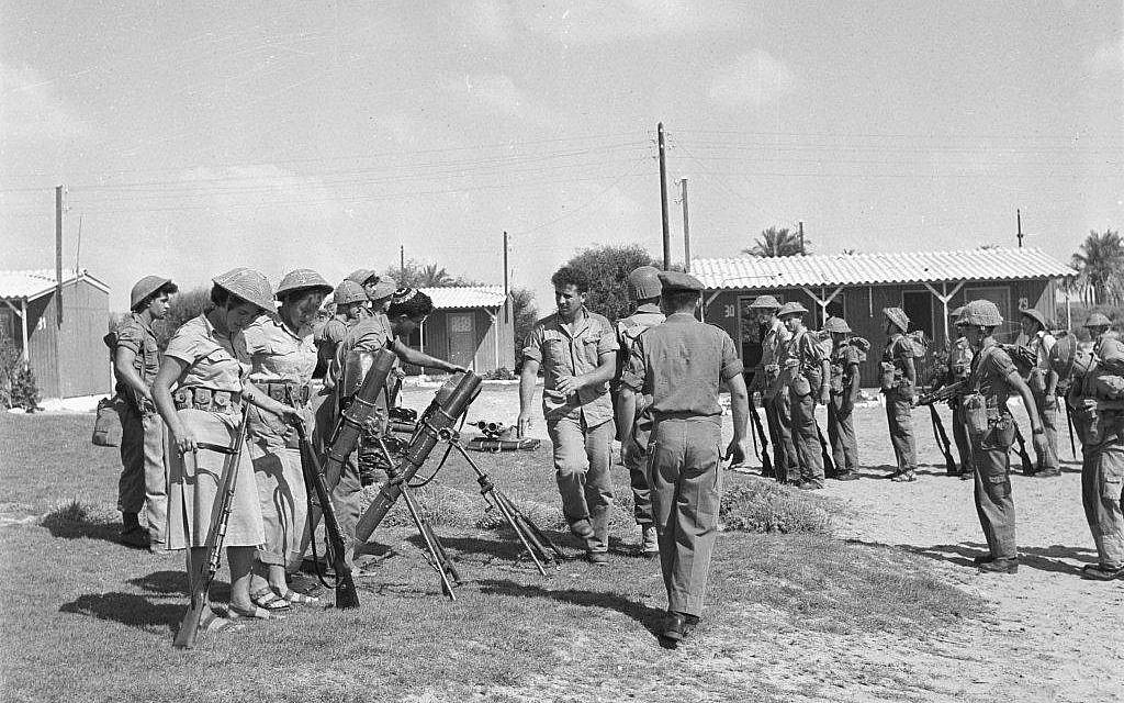 Female soldiers train with 81mm mortar rounds during a visit from then-deputy chief of staff Yitzchak Rabin on August 10, 1959. (Asaf Kutin/BeMahane/IDF Archive)