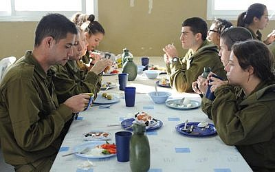 Soldiers from the co-ed Caracal Battalion eat breakfast together on June 3, 2012. (Noa City-Eliyahu/Bamahane/Flickr)