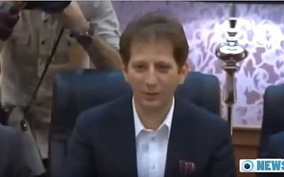 Iranian tycoon Babak Zanjani who was sentenced to death in Iran after a corruption conviction, March 2016. (YouTube/NEWS9LIVE)