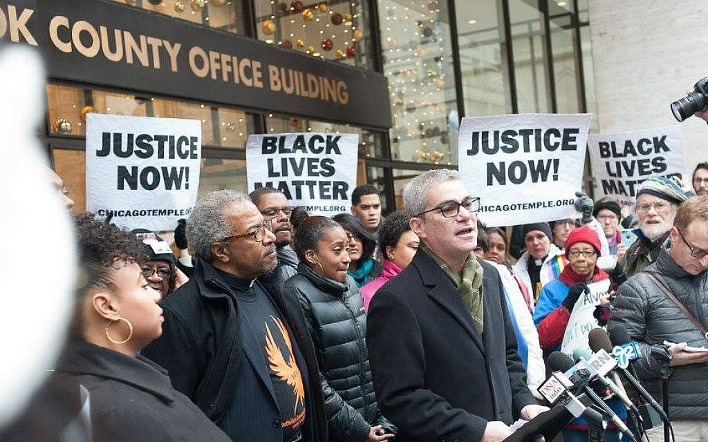Rabbi Brant Rosen, founder the non-Zionist Tzedek Chicago synagogue, speaks at a Black lives matter rally. (IIRON)