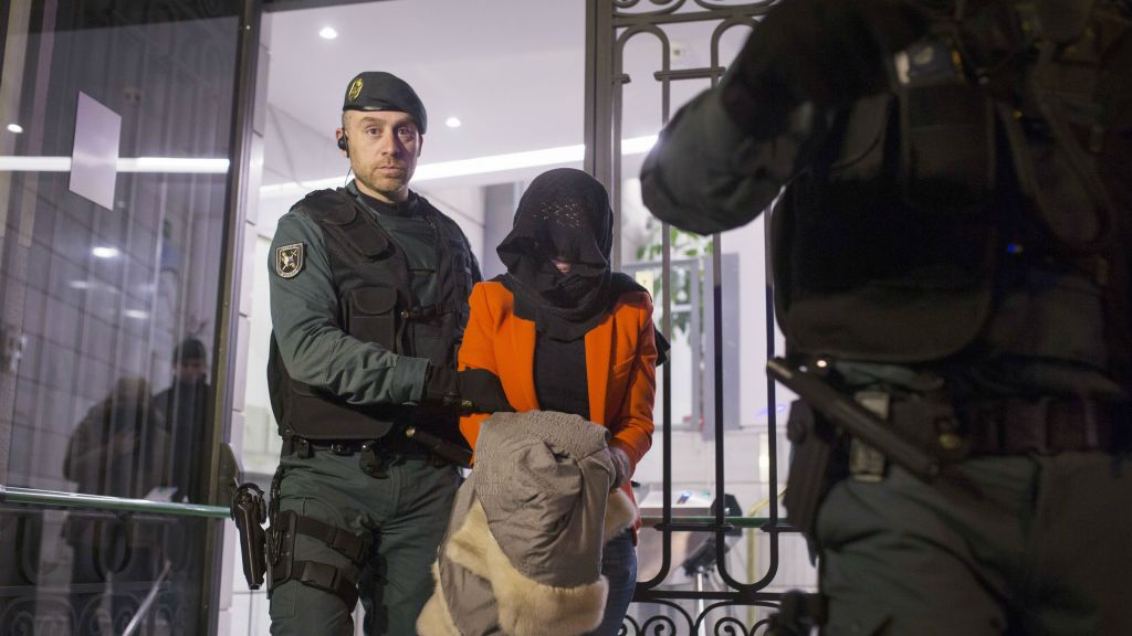 Spain holds boxing coach suspected of recruiting jihadists   The