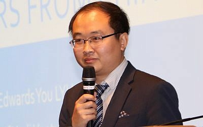 Liu Yiu Edwards (Ronen Machlev)