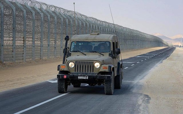 The border fence between Israel and Egypt, January 02, 2012. (Moshe Milner/GPO/FLASH90)