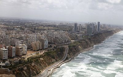 The Netanya city coastline seen on April 16, 2013. (Flash90)