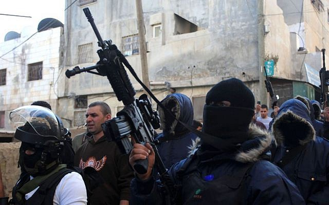Palestinian gunmen march during a rally at the Qalandia refugee camp on November 16, 2013. (Issam Rimawi/Flash90)