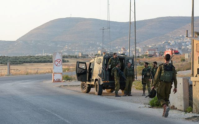 Illustrative photo of soldiers patrolling near Nablus in 2014. (IDF Spokesperson/Flash90)