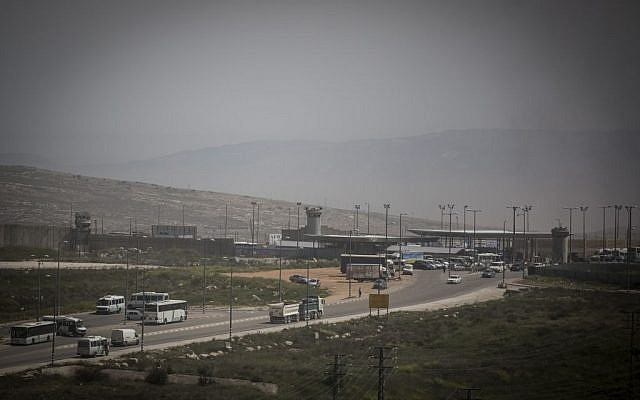 The Qalandiya checkpoint near the Atarot industrial zone, between East Jerusalem and the West Bank, seen on April 7, 2015. (Hadas Parush/Flash90)