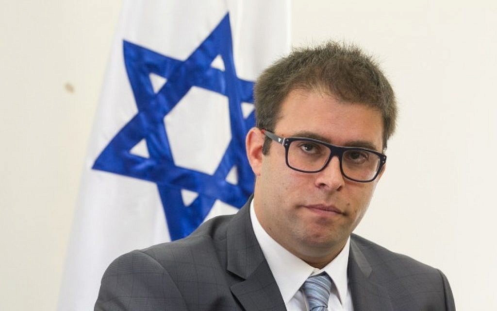 Likud MK Oren Hazan holds a press conference in the Knesset on October 12, 2015. (Miriam Alster/FLASH90)