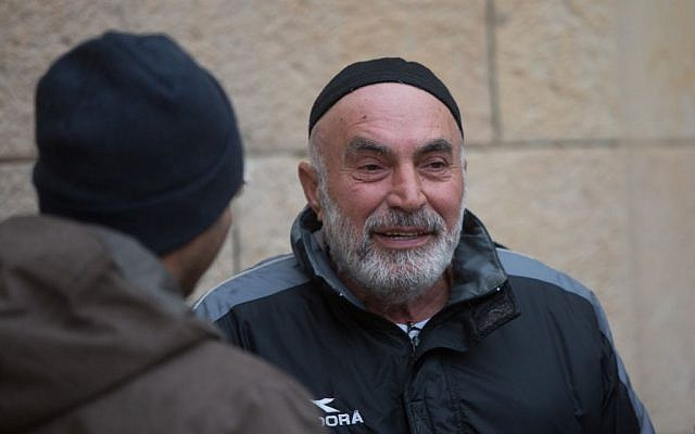 Left-wing activist Ezra Nawi at the Jerusalem District Court after his release from detention on January 25, 2016 (Yonatan Sindel/Flash90)