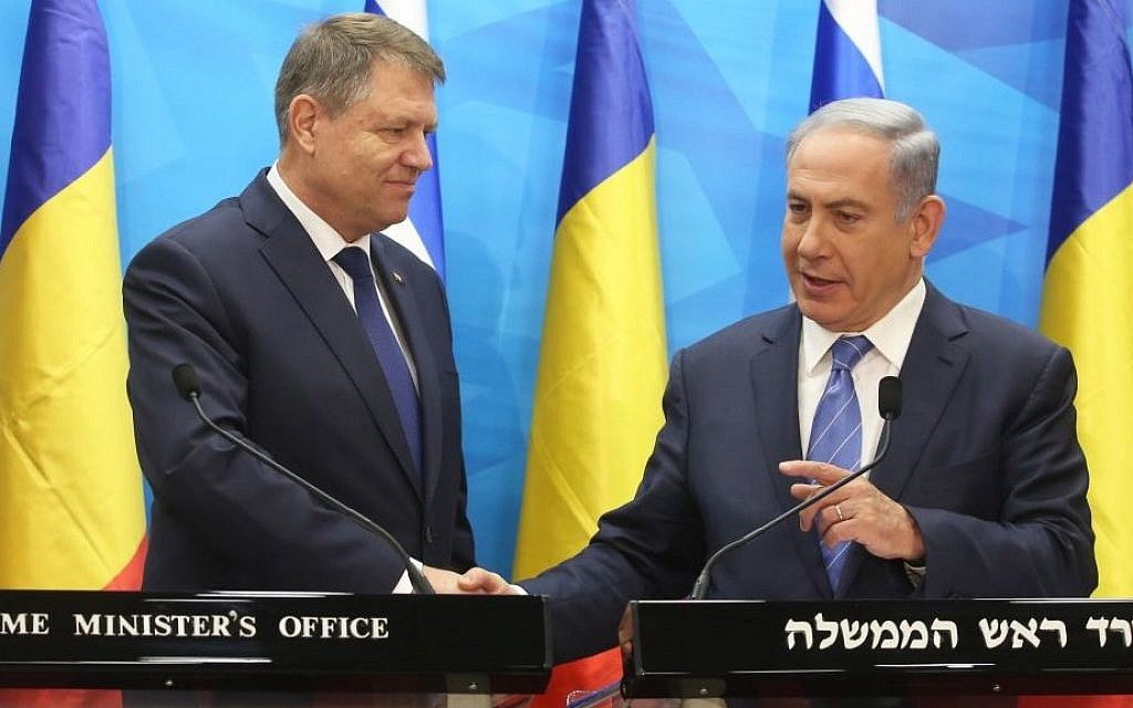 Benjamin Netanyahu (R) holds a joint press conference with Romanian  President Klaus Iohannis in