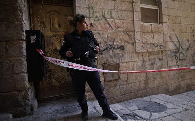Illustrative: An Israeli policewoman attends the scene of a stabbing attack in Jerusalem's Old City on March 11, 2016. (Photo by Yonatan Sindel/Flash90)