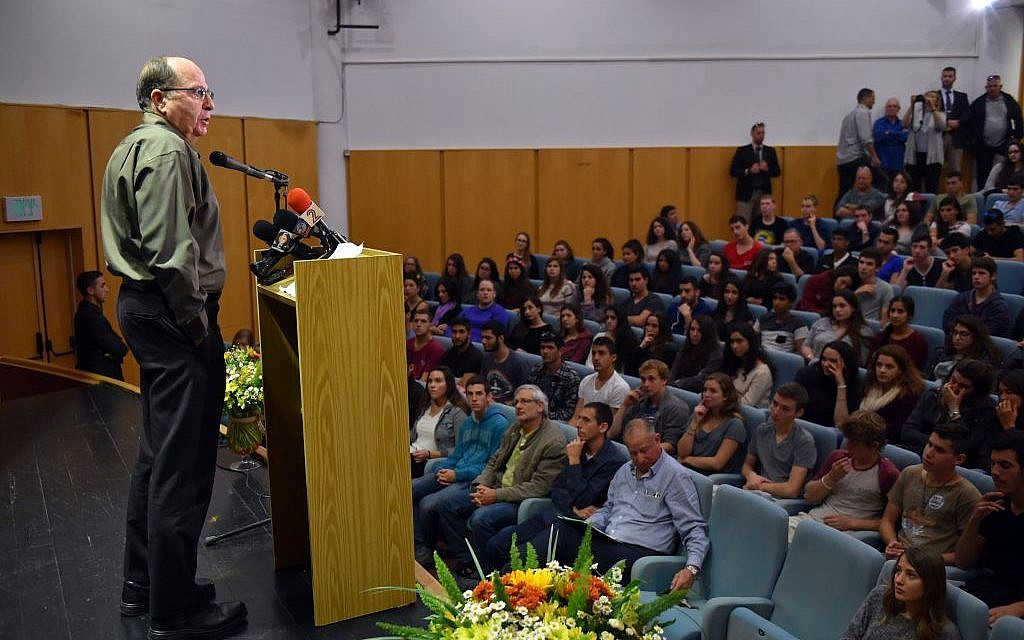 Defense Minister Moshe Ya'alon speaks in front of students during a visit to a school in Ramat Hagolan, northern Israel, March 21, 2016. (Ariel Hermoni/Ministry of Defense)