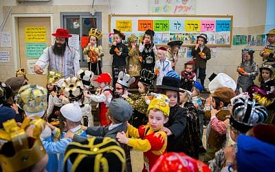 School children celebrate Purim in the ultra-Orthodox neighborhood of Mea Shearim in Jerusalem on March 22, 2016. (Yonatan Sindel/Flash90)