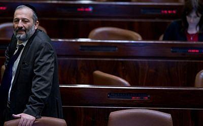 Interior Minister Aryeh Deri in the Knesset plenum on March 28, 2016. (Yonatan Sindel/Flash90)