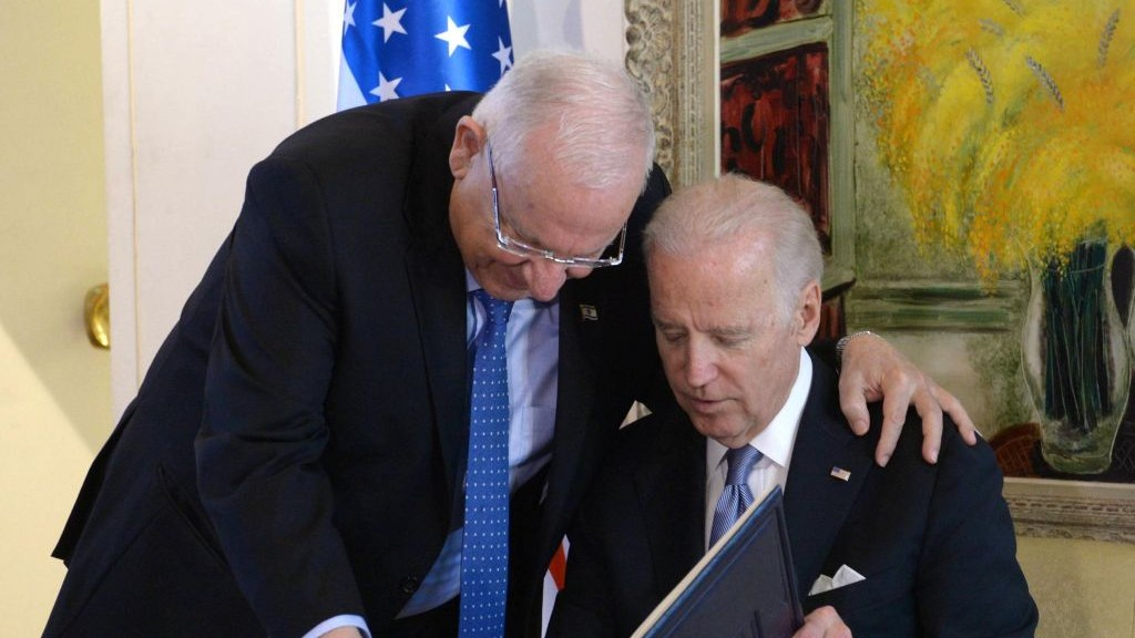 US Vice President Joe Biden and Isreali President Reuven Rivlin meet at the President's Residence in Jerusalem, March 9, 2016. (Mark Neyman/GPO)