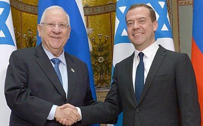 President Reuven Rivlin, left, meets with Russian Prime Minister Dmitry Medvedev in Moscow on March 17, 2015. (Mark Neyman/GPO)