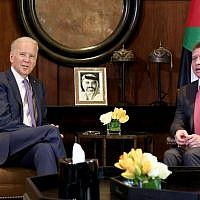 King Abdullah II of Jordan, right, meets with US Vice President Joe Biden, at the Husseiniya Palace in Amman, Jordan, March 10, 2016. (AP/Raad Adayleh)