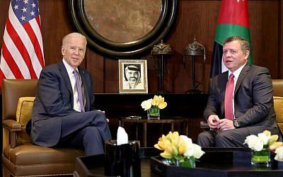 King Abdullah II of Jordan, right, meets with US Vice President Joe Biden, at the Husseiniya Palace in Amman, Jordan, March 10, 2016. (AP/Raad Adayleh)