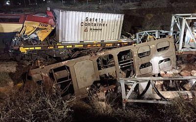 Derailed cars following a train crash in Dimona, March 15, 2016 (Israel Police spokesperson)
