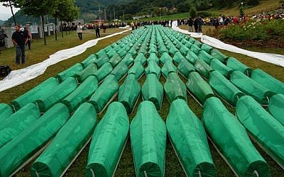 The burial of 465 identified Bosniaks massacred in the 1995 Srebrenica massacre on 11, July 2007. CC BY-SA, Wikimedia commons)