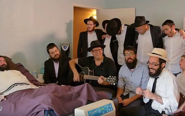 Musical friends sing tribute to Yitzi Hurwitz, a Chabad emissary stricken with ALS. (YouTube)