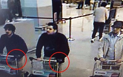A picture taken off CCTV purporting to show suspects in the Brussels airport attack on March 22, 2016. Faycal C may be the man on the right, sources told AFP on March 26, 2016 (Twitter)