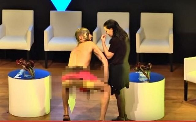 Israeli artist Ariel Bronz after penetrating himself with an Israeli flag during the Haaretz Cultural Conference at Tel Aviv Museum, March 6, 2016. (YouTube: Haaretz)