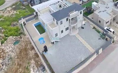 Interior Minister Aryeh Deri's vacation home in northern Israel (screen capture: Channel 2)