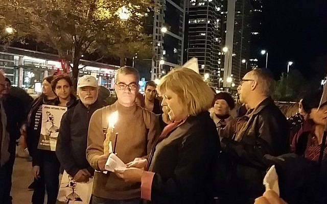 Rabbi Brant Rosen, founder of the non-Zionist Tzedek Chicago synagogue, and members of the congregation perform 'havdalah' at a Jewish Voice for Peace rally. (JVP Chicago)