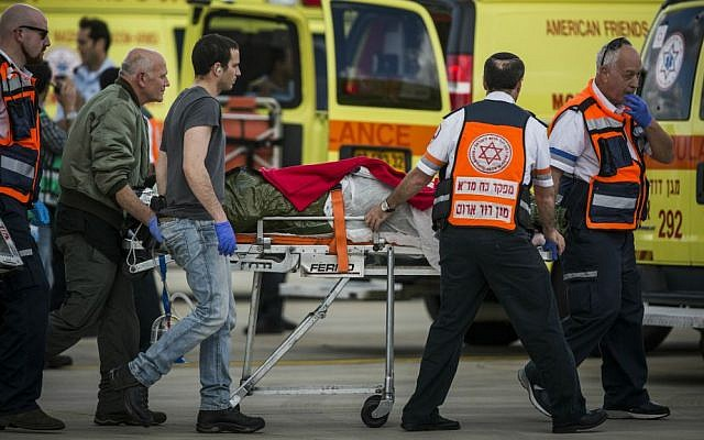 An Israeli wounded in the Istanbul terror attack arrives in Israel, on March 20, 2016. (Hadas Parush/FLASH90)