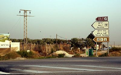 Route 90, near the West Bank city of Jericho (Yossi Zamir/FLASH90)