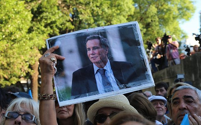 A vigil in Buenos Aires on the first anniversary of Argentinean prosecutor Alberto Nisman's death, January 18, 2016. (Omer Musa Targal/Anadolu Agency/Getty Images)