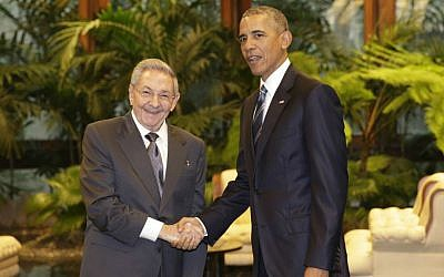 Cuban President Raul Castro, left, shakes hands with US President Barack Obama during a meeting in Havana, Cuba, on March 21, 2016. (AP/Ramon Espinosa)