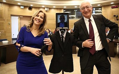"MKs Aliza Lavie (L) and Manuel Trachtenberg pose with the robot ""visitor"" at a session of the Knesset Science and Technology Committee, February 2, 2016 (Knesset Spokesperson)"