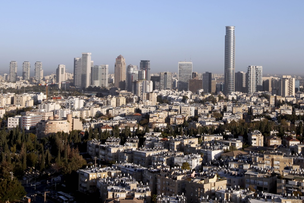 General view of Tel Aviv on December 27, 2010. (Abir Sultan/Flash 90)