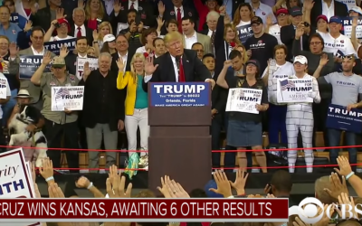 Donald Trump raises his right hand in pledge gesture at a rally in Orlando, Florida on March 5, 2016.  (screen capture: YouTube)