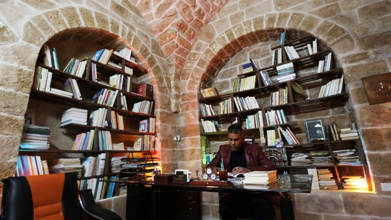 Palestinian university professor Atef Salama sits in his house, a 430-year-old Levantine-style palace, on February 6, 2016, in Gaza City. (AFP PHOTO / MAHMUD HAMS)