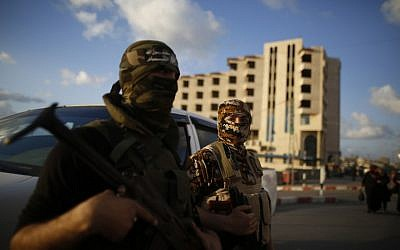 Members of the Izz al-Din al-Qassam Brigades, the armed wing of Hamas, in Gaza City on March 28, 2016. (AFP / MOHAMMED ABED)