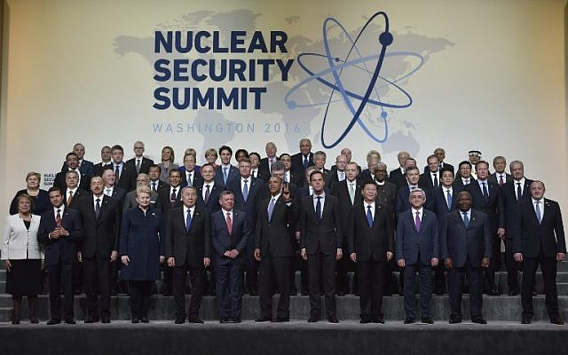 US President Barack Obama flashes a peace sign as he and other world leaders take part in the Nuclear Security Summit family photo at the Walter E. Washington Convention Center on April 1, 2016 in Washington, DC. (AFP / MANDEL NGAN)