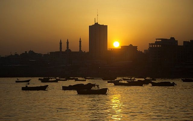 Gaza fishing boats at work off the coast of the Gaza Strip on April 3, 2016. (AFP/Mahmud Hams)