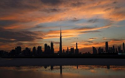 A general view shows Burj Khalifa (C), the world's tallest tower, as the sun sets over Dubai on April 4, 2016. (AFP PHOTO / KARIM SAHIB)
