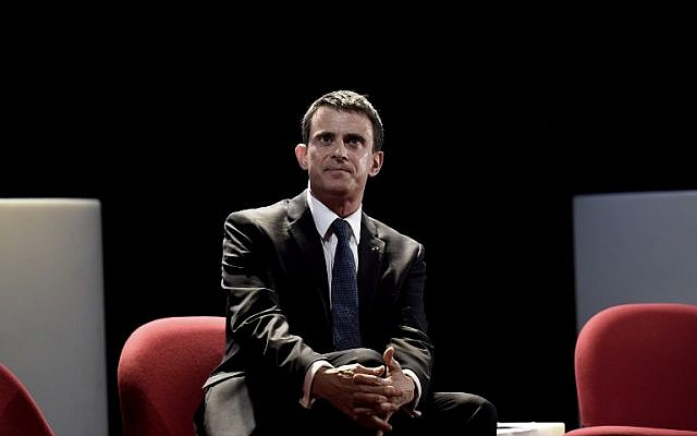 """French Prime Minister Manuel Valls looks on at the Dejazet theater on April 4, 2016 in Paris during a debate on """"Islamism and populist exploitation"""". (AFP / LIONEL BONAVENTURE)"""